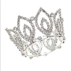 Other - BRAND NEW Infant Silver Crystal Tiara